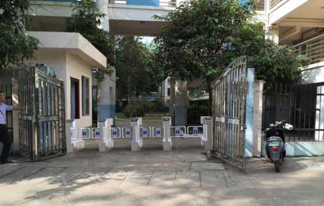 广西某大学学校宿舍区使用创新通科技无刷摆闸案例图