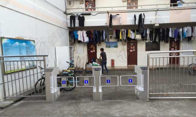广西某大学男生宿舍出入口处使用创新通科技无刷摆闸案例图