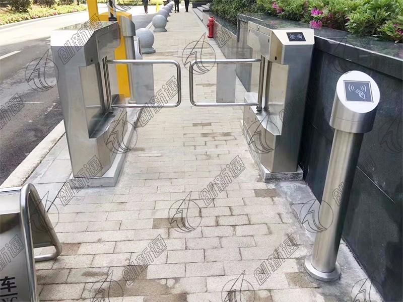 湖北省武汉小区出入口使用创新通精准摆闸案例