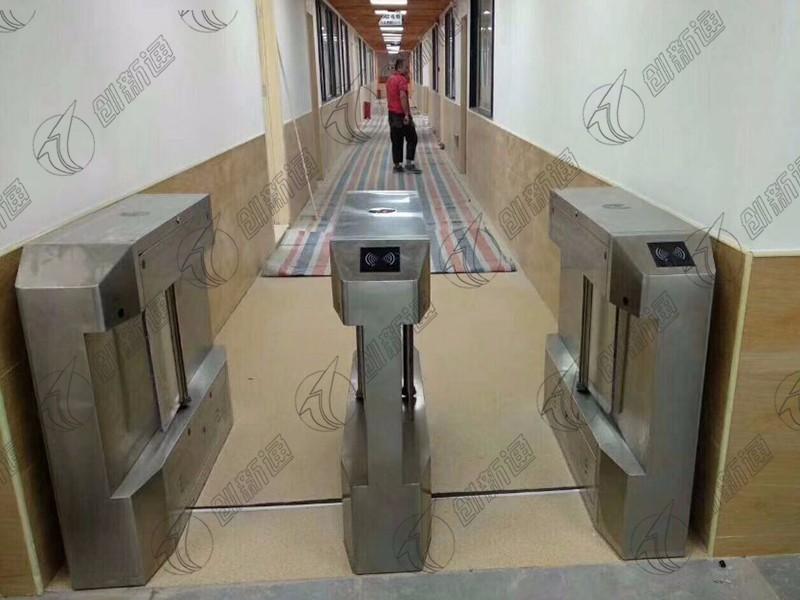 深圳市龙岗区万科幼儿园使用创新通科技双通道精准摆闸案例