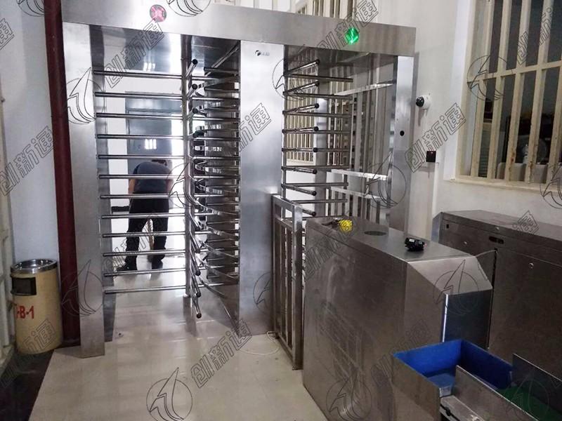 云南监狱使用创新通科技尊贵旋转闸案例