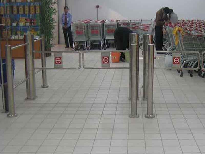 智能通道摆闸在大型超市中的应用